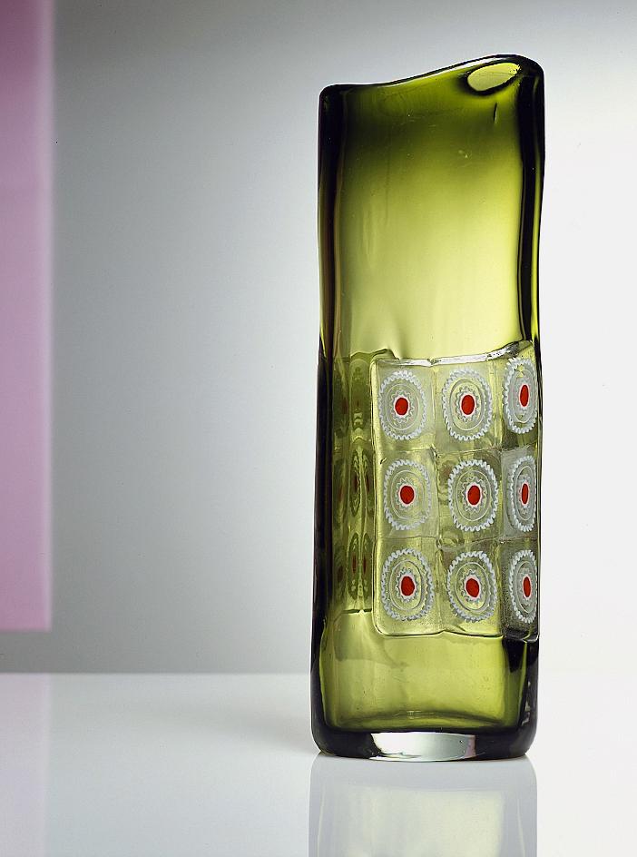 Vaso, 1963 Vetro sfumato verde e pagliesco con applicazione di vetro incolore con murrine rosse e lattimo  cm 13 (diam.) x 37,2